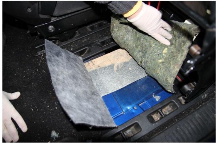 VIDEO  Kriminalisté z Teplic odhalili v upraveném autě pervitin za miliony  korun – JV Press eed863812fa